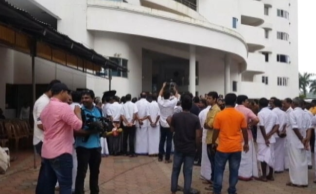 Kochi Flat Owners Say They Can't Leave Before October 3 Deadline