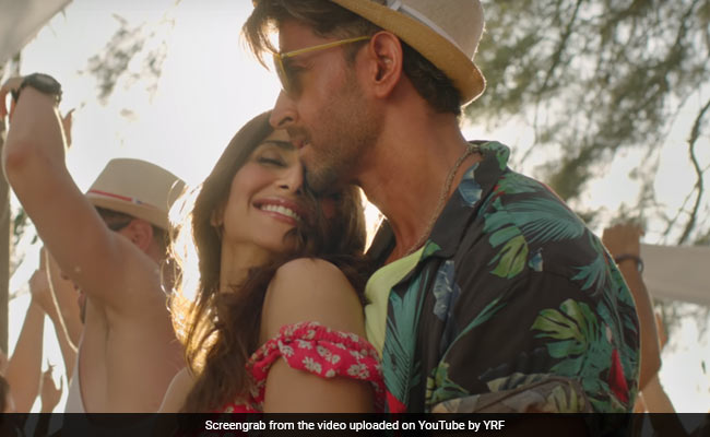 War Song Ghungroo: Hrithik Roshan, Vaani Kapoor Sizzle Up The Beach Party