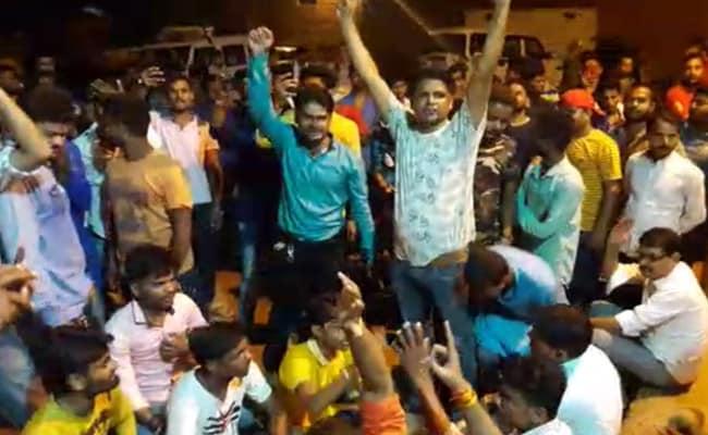 आरएसएस के नगर प्रचारक से मारपीट: बीजेपी और RSS कार्यकर्ताओं ने किया थाने का घेराव