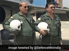 रक्षामंत्री राजनाथ सिंह ने हवा में कुछ देर तक खुद उड़ाया 'तेजस', Video में बताई पूरी दास्तां