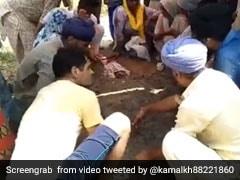 करंट लगा तो परिवार ने रेत में गाड़कर किया शख्स का 'देसी इलाज', 5 घंटे बाद हुआ ऐसा... देखें VIDEO