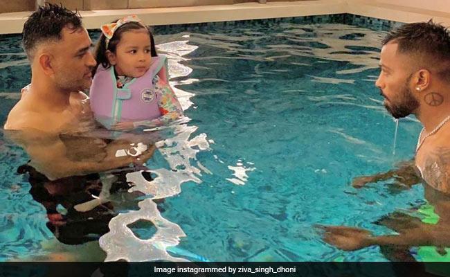 एमएस धोनी ने पंड्या और बेटी के साथ की 'Pool Party', तस्वीरें हुईं Viral