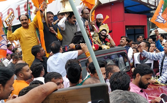 """Hundreds Arrested As BJP Tries To """"Wake Up"""" Kamal Nath Government With Bells, Conchs"""