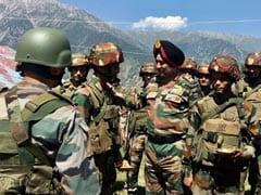 नार्दन कमांड के चीफ लेफ्टिनेंट जनरल रणबीर सिंह ने कश्मीर घाटी का दौरा किया