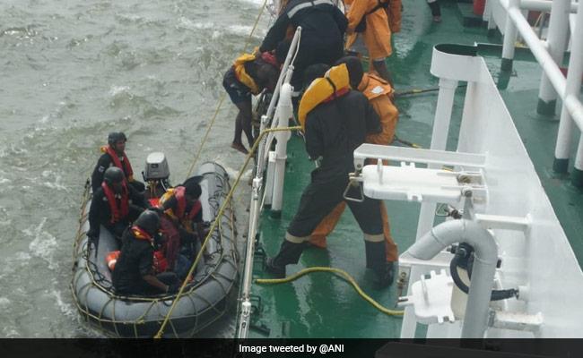 Cyclone Kyarr: मौसम विभाग की चेतावनी, कहा- अगले कुछ घंटों में भारतीय तट से टकराएगा तूफान, पढ़ें 10 बड़ी बातें