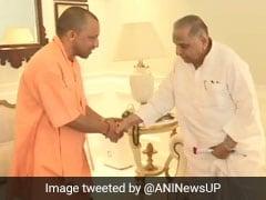 Yogi Adityanath Meets Mulayam Singh Yadav, Conveys Diwali Greetings