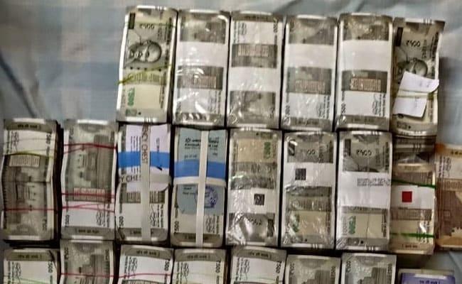 कर्नाटक में कांग्रेस के दो प्रमुख नेताओं के घर आयकर विभाग का छापा, 4.25 करोड़ रुपए कैश बरामद