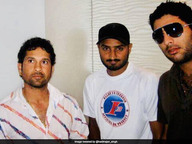 Sachin Tendulkar Trolls Yuvraj Singh In Harbhajan Singhs Throwback Picture