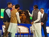 Video : Watch: Sand Artist Uses Glue And Glitter To Create Amitabh Bachchan's Portrait