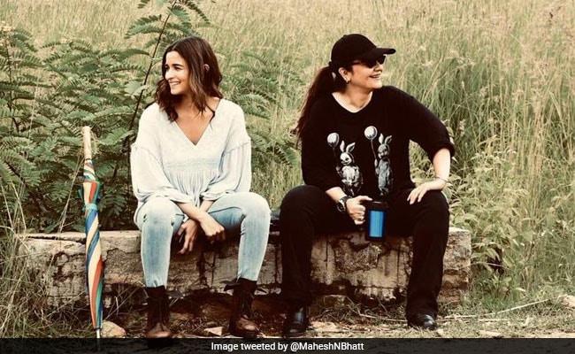 महेश भट्ट ने शेयर की आलिया भट्ट और पूजा भट्ट की फोटो, Tweet कर कहा- मेरी बेटियों ने मेरा अस्तित्व...