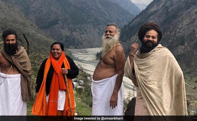 उमा भारती ने शुरू की गंगा पैदल यात्रा, कहा- पैदल और डोली की मदद से अब तक पूरा किया 60 किमी का सफर
