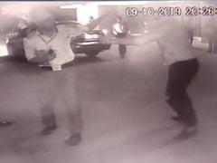 अस्पताल में पार्किंग की पर्ची को लेकर गार्ड की बुरी तरह पिटाई, CCTV में कैद हुई पूरी वारदात