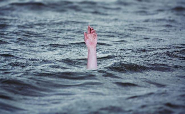 नदी किनारे नहा रही थी महिला, पैर फिसला और पानी में डूबते ही हुई बेहोश...6 किलोमीटर आगे हुआ ऐसा