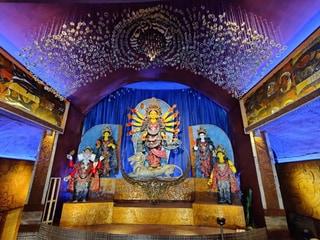সনাতনী থেকে থিমসজ্জা, পুজোপ্রেমীদের মোবাইল লেন্সে দেখুন দুর্গাপ্রতিমা