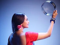 Karwa Chauth 2019: Sonakshi Sinha Wishes Fans In '<i>Dabangg</i>' Style