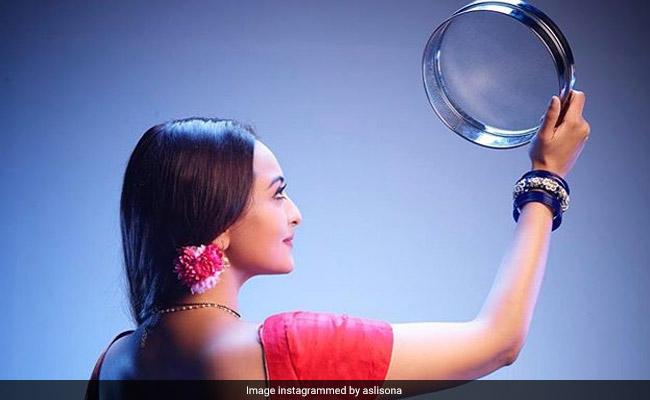 Karwa Chauth 2019: Sonakshi Sinha Wishes Fans In 'Dabangg' Style