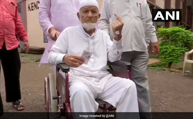 Maharashtra Election 2019: 102-Year-Old Pune Man Casts Vote With 40 Family Members