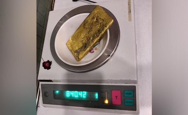 अंडरवियर में छुपाकर 29 लाख रुपये का सोना लाया शख्स एयरपोर्ट पर गिरफ्तार