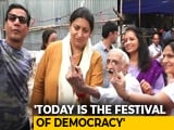 "Video : ""If He Can Vote, What's Stopping You?"" Smriti Irani Introduces Khanna-<i>ji</i>"