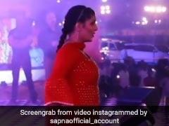 Sapna Choudhary ने जैसे ही शुरू किया डांस, बेकाबू होकर भागने लगे फैंस- देखें वीडियो