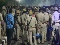 जामिया के समर्थन में उतरे AMU के छात्रों की पुलिस से झड़प, यूनिवर्सिटी 5 जनवरी तक बंद, इंटरनेट पर लगाई गई रोक