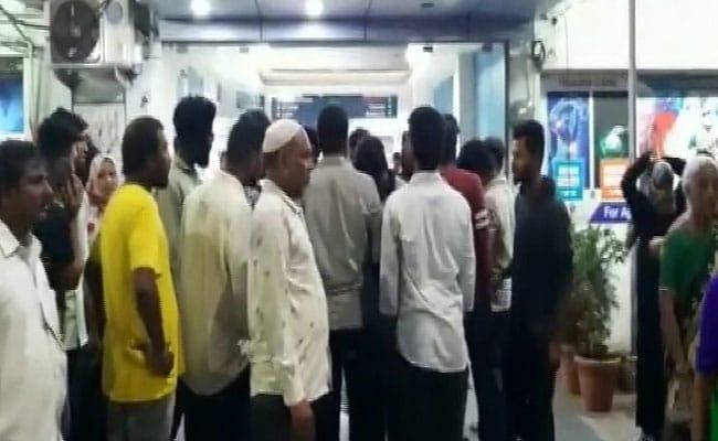 48,000 அரசு ஊழியர்கள் டிஸ்மிஸ்… 10 நாட்களாக ஸ்டிரைக்… 2 பேர் தற்கொலை - Telangana-வில் பதற்றம்!