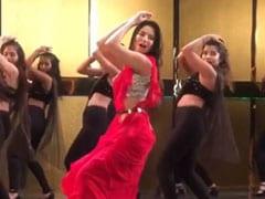 Sunny Leone ने लाल साड़ी में किया धमाकेदार डांस, धांसू Video हुआ वायरल