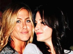 Jennifer Aniston Welcomed To Instagram By Courteney Cox With Iconic <i>F.R.I.E.N.D.S</i> Line: 'It Sucks. You're Gonna Love It'