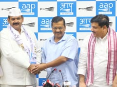 दिल्ली : बीजेपी के पूर्व विधायक सुरेंद्र चौधरी आम आदमी पार्टी में शामिल