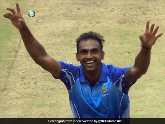 Vijay Hazare Trophy: डिस्कस थ्रोअर से तेज गेंदबाज बने अभिमन्यु मिथुन ने बर्थडे पर किया कमाल, फाइनल में ली हैट्रिक