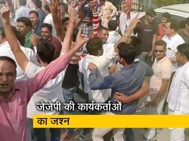 Video : Election Results 2019: चुनाव में पार्टी के प्रदर्शन से उत्साही कार्यकर्ताओं ने की आतिशबाजी