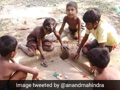 """Why This Pic Of Children Playing Carrom Is """"Inspiring"""" For Anand Mahindra"""