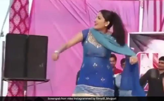 Sapna Choudhary Dance Video: सपना चौधरी ने स्टेज पर किया ऐसा डांस, होने लगी नोटों की बरसात