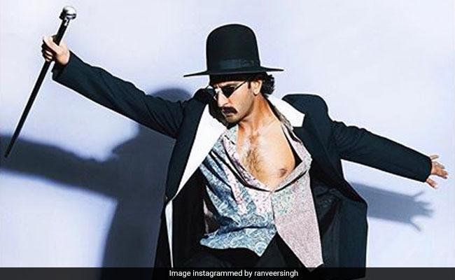Deepika Padukone Trolls Ranveer Singh For His Bare-Chest Pic