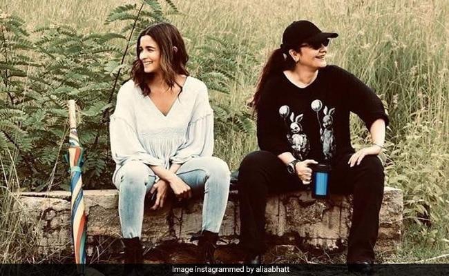 Seen This Pic Of Alia Bhatt's 'Priceless Moment' With 'Big Sister' Pooja Bhatt?