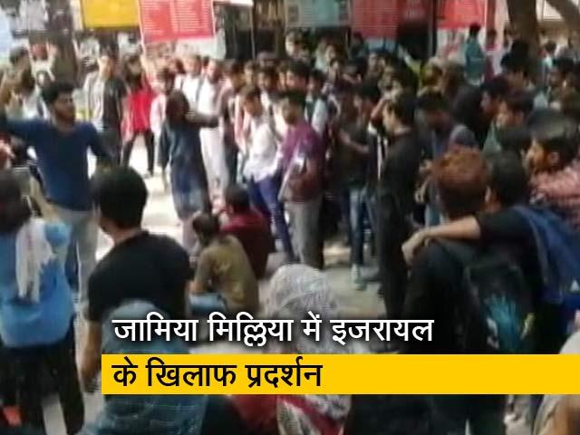 Videos : रवीश कुमार का प्राइम टाइम: यूनिवर्सिटी में विरोध प्रदर्शन करना अपराध कैसे है?