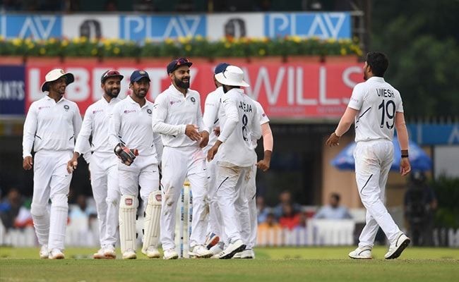 3rd Test: South Africa 162, 132/8 (M Shami 3/10, U Yadav 2/35), trail India (497/9 decl) by 203 runs at Stumps on Day 3