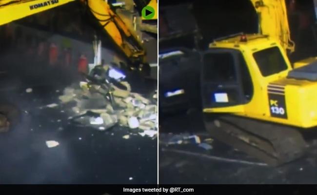ATM मशीन से नहीं निकले पैसे तो चोर ले आए JCB, ऐसे ले गए उखाड़कर, देखें Viral Video
