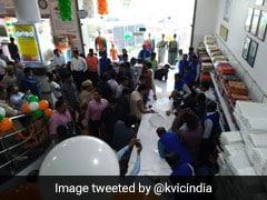 एक दिन में खादी की बिक्री का नया रिकॉर्ड बना, एक स्टोर ने बेचा एक करोड़ 27 लाख रुपये का माल