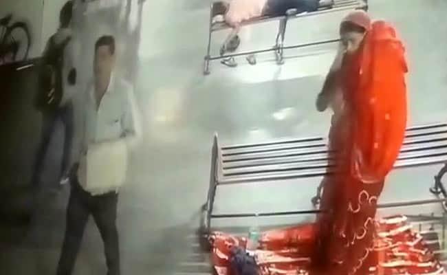 உ.பியில் 8 மாத குழந்தையை கடத்திய சம்பவம் : அதிர்ச்சியூட்டும் வீடியோ பதிவுகள்