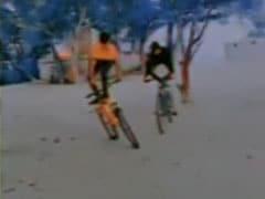 साइकिल पर स्टंट कर रहा था लड़का, अचानक फिसला और हो गया ऐसा... देखें VIDEO