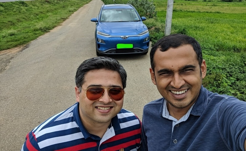 Arun Bhat Saravu (L) and Kiran Bhat Alangar (R) with the Hyundai Kona Electric
