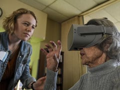 "Woman Helps Old Age Residents ""Explore"" World With Goggle Headsets"