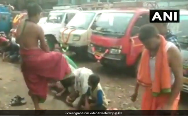 Placing 'Foot On Head',  Odisha Temple Priest's Unique Blessing. Watch
