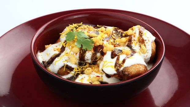 Bored Of Your Regular Samosa? Prepare Samosa Chaat For A Tangy Twist!