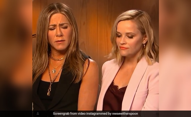 Jennifer Aniston And Reese Witherspoon Re-Enact Iconic 'Green Sisters' Scene From F.R.I.E.N.D.S. Watch Them Killing It