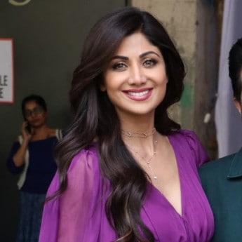 In Back-To-Back Looks, Shilpa Shetty Shows Us How To Work Solids