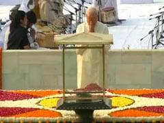 PM मोदी ने महात्मा गांधी को दी श्रद्धांजलि, शाम को जाएंगे साबरमती आश्रम, भारत को ओडीएफ घोषित करेंगे