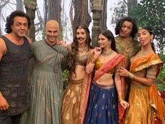 <I>Housefull 4</i>: Akshay Kumar's Moustache Looks Better On Kriti Sanon. Agree?
