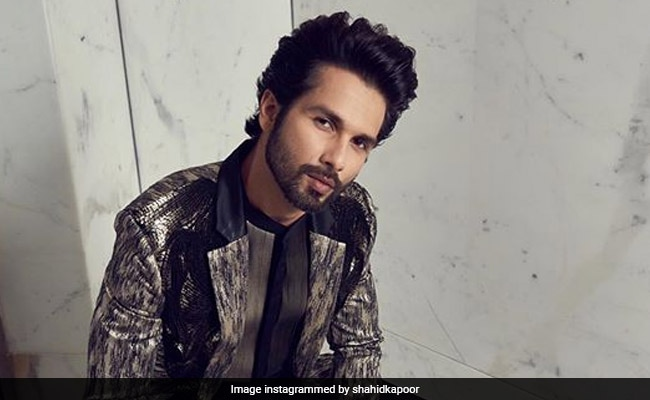 Kabir Singh Actor Cuts Two-Tier Cake In Chandigarh With Family (See Pics Inside)